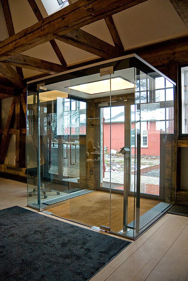 Indgangsparti i glas