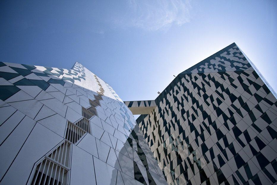 Glasfacaden er med til at gøre Bella Sky til en ikonisk bygning