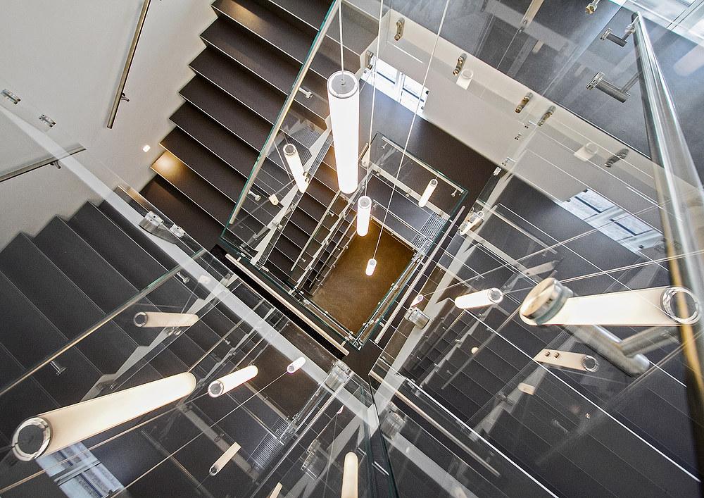 Glasværn giver trappen et let og luftigt udtryk
